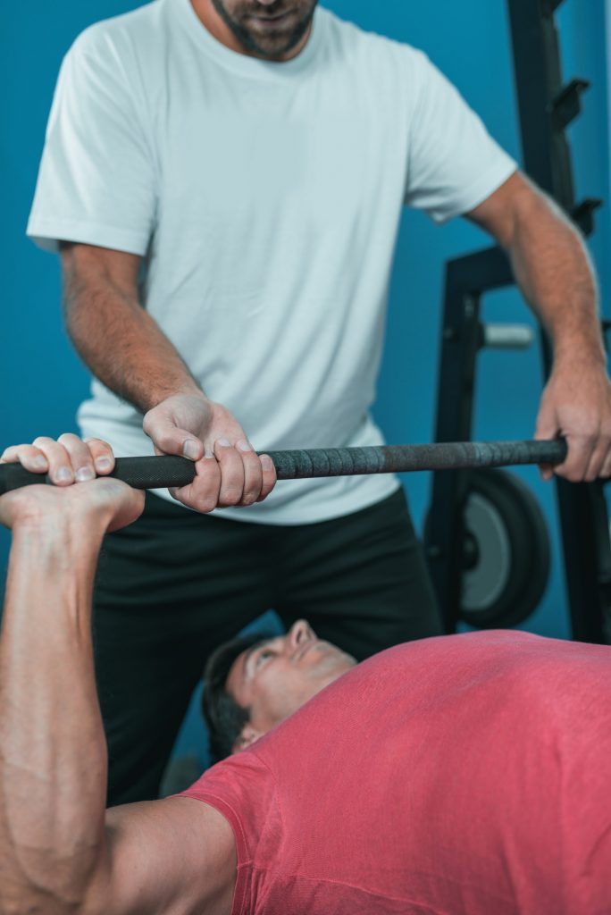 Peronal trainer with male client in the gym - i-fit Club - Palestra a Cesano Boscone